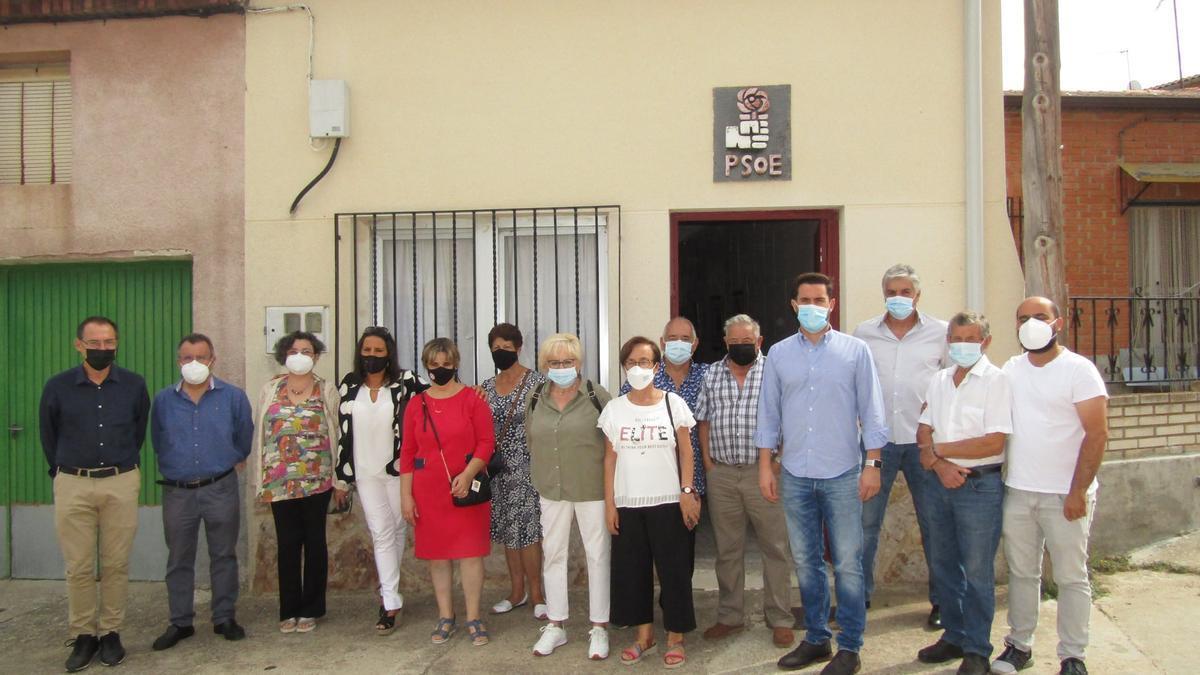 Representantes del PSOE en la Casa del Pueblo de San Miguel de la Ribera