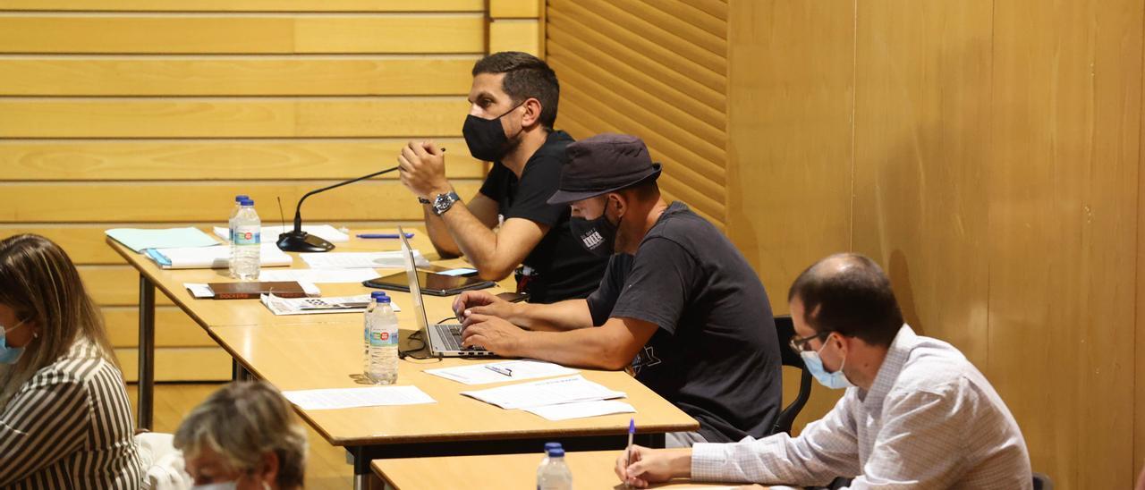 Los tres concejales de AER en el último pleno, celebrado este jueves.