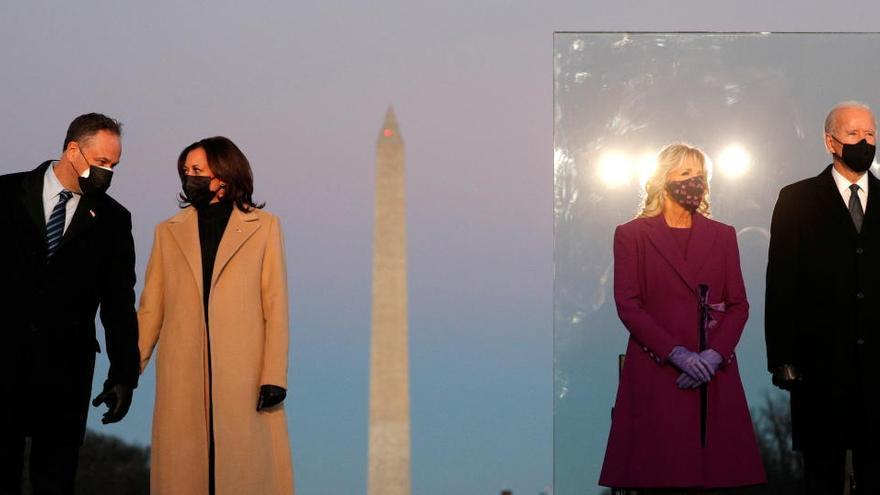 Biden y Harris homenajean a los 400.000 muertos por la pandemia en EEUU
