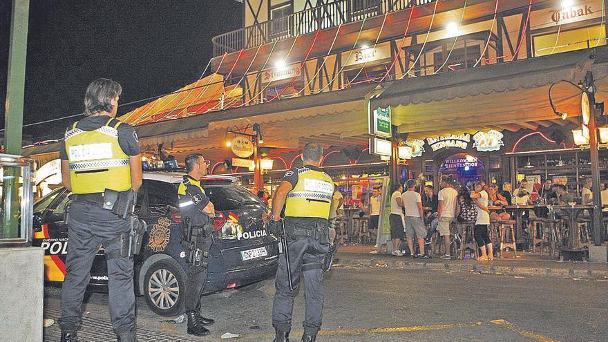 """Disuelven una fiesta ilegal en """"la calle de la cerveza"""" de Playa de Palma"""