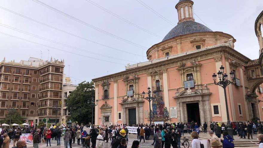 Colas en la catedral de València para ver a la virgen