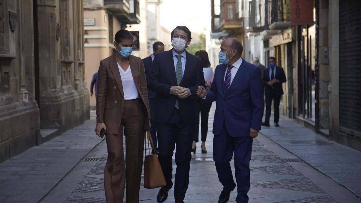Mañueco, a su llegada a Zamora capital, con San Damián y Barrios.