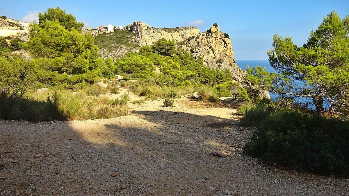 La zona donde del nuevo mirador, al fondo el Morro Falquí de Benitatxell, abajo el Moraig | CARLOS LÓPEZ