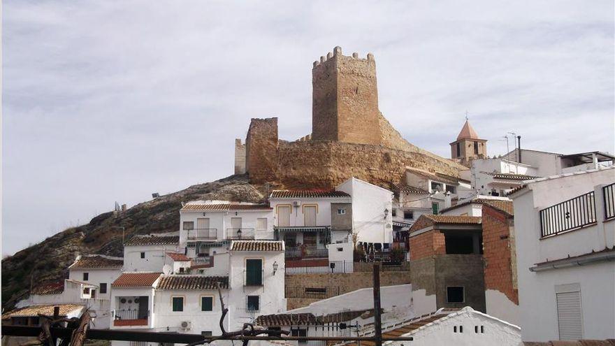 El Castillo de Iznájar se llena de sombras y siluetas
