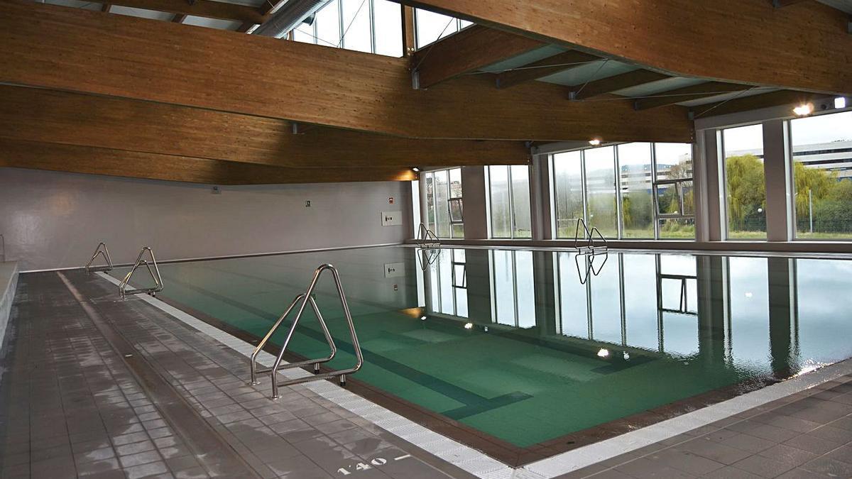 Vista de la piscina municipal de Arteixo.  |  // LA OPINIÓN