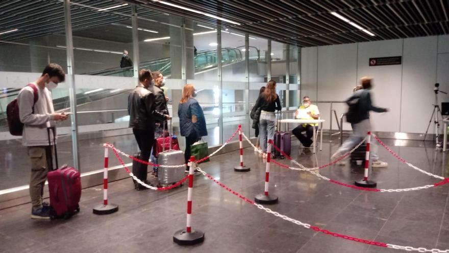 Sanidad detecta un 13% de positivos por coronavirus en viajeros llegados a Canarias del resto de España