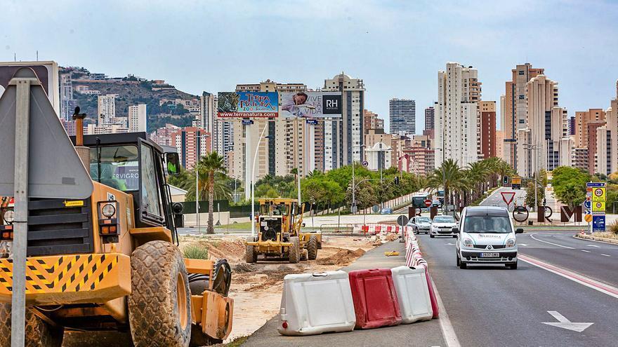 Benidorm abre un vial desde la zona escolar a la AP-7 para aliviar el tráfico