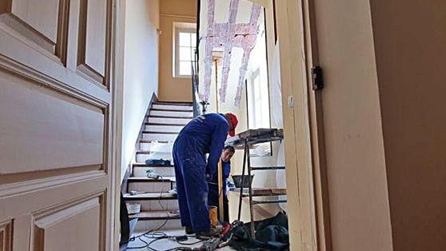 La reforma de las escaleras de Casa Solita saca a la luz su estado de deterioro