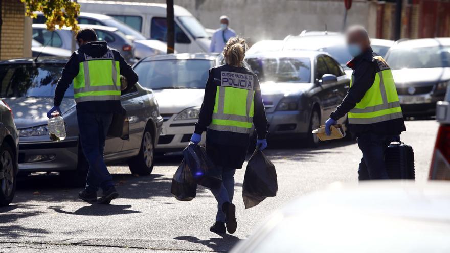 Huye por el tejado de una casa de Zaragoza tras disparar al aire para amedrentar a su casera
