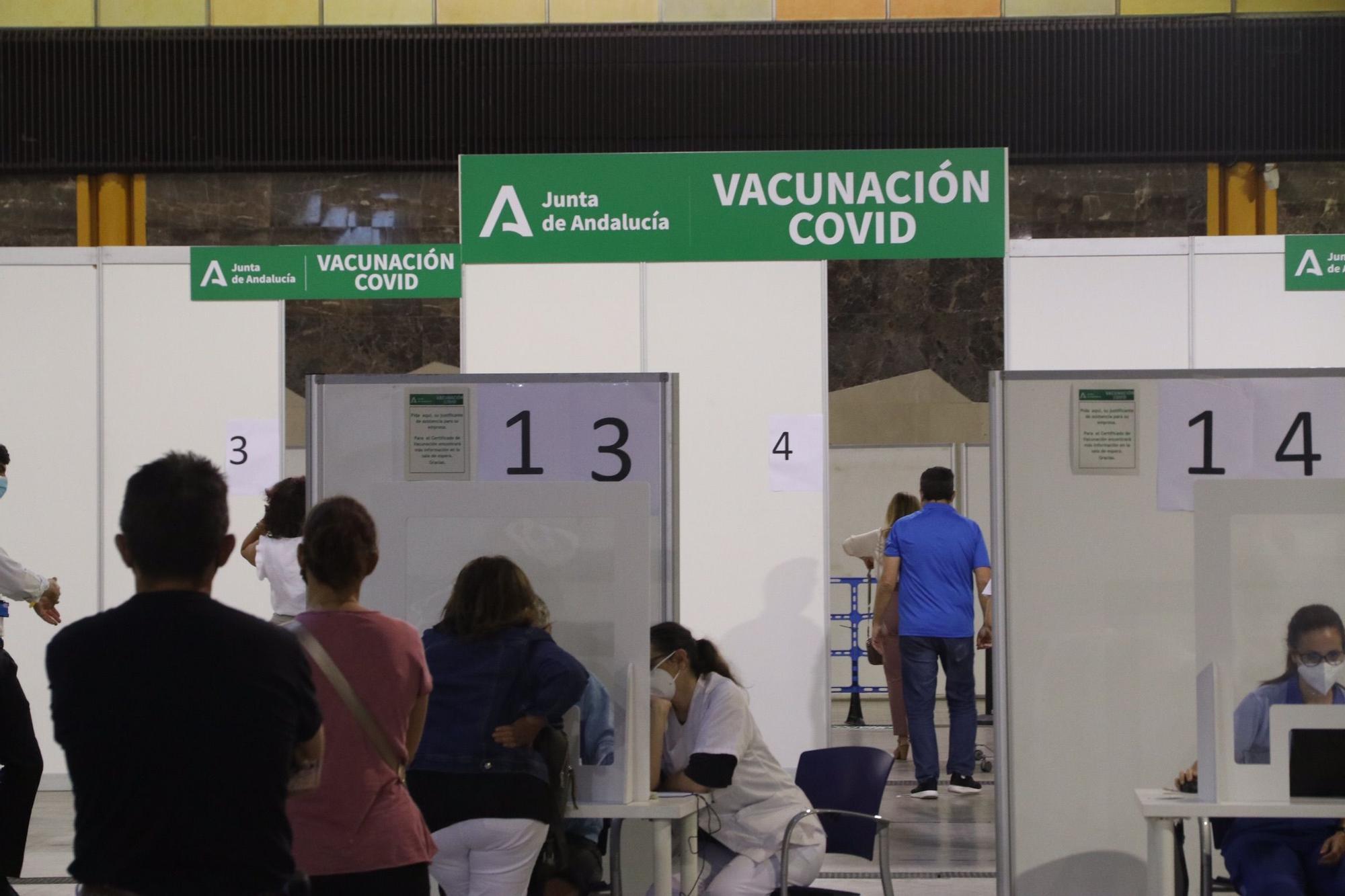 Vacunación masiva con AstraZeneca en Málaga