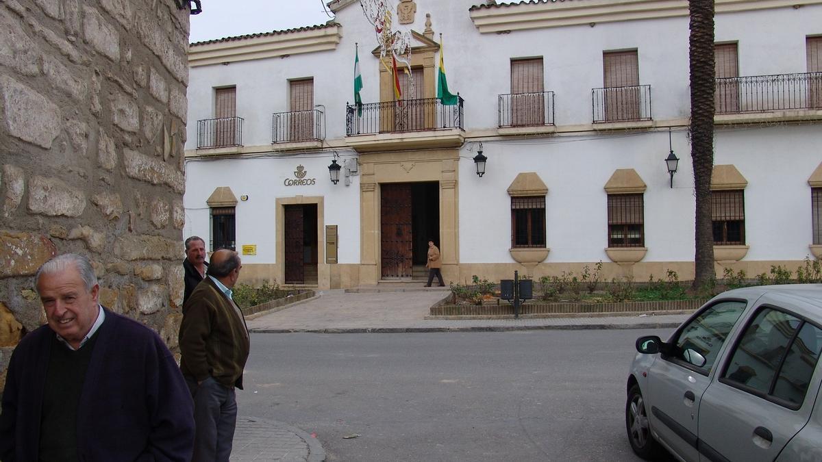 Fachada principal del ayuntamiento de Cañete, en una imagen de archivo.