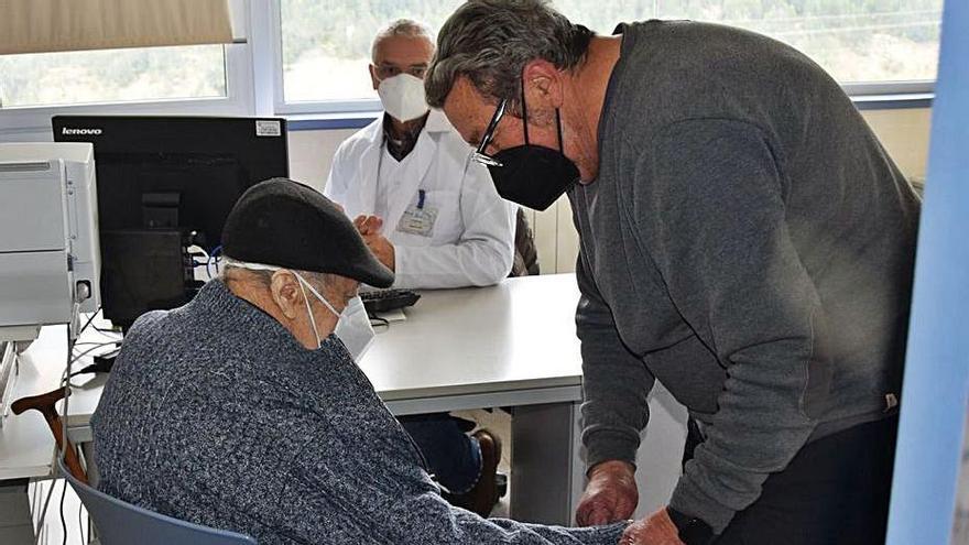Els pobles encara tenen esperances de trobar solucions a l'afer dels metges