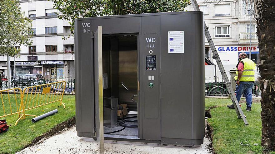Instalan los baños inteligentes de la alameda de A Estrada