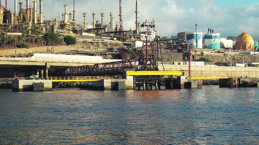 Cepsa destina 600.000 euros a reducir el impacto medioambiental en el Puerto tinerfeño