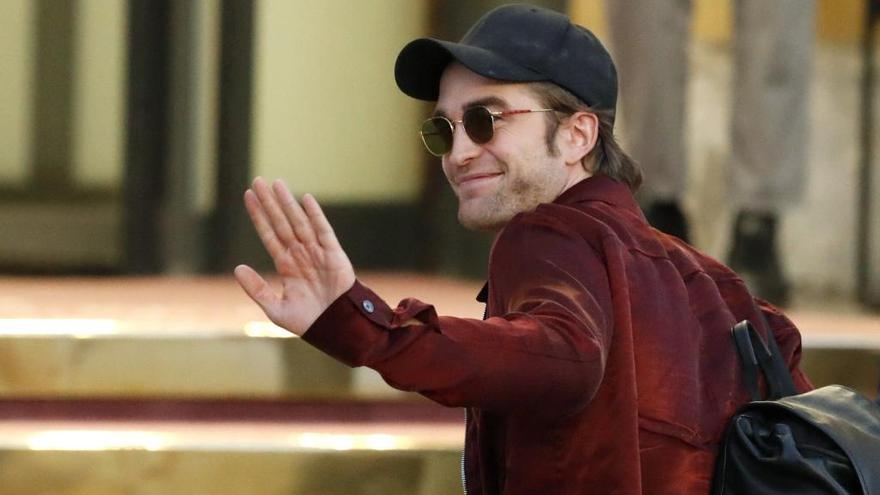 Robert Pattinson llega a San Sebastián entre abucheos