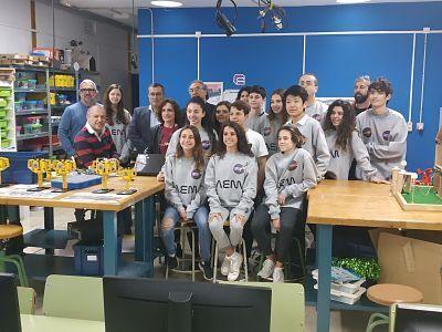 El conseller Martí March posa con los integrantes del proyecto Maura Space