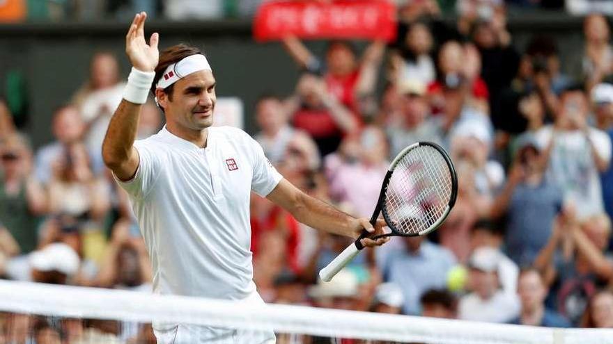 Federer reina en la hierba