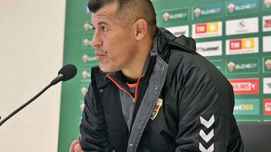 Almirón: «Necesito reforzar la plantilla con 5 o 6 fichajes y recuperar a los lesionados»
