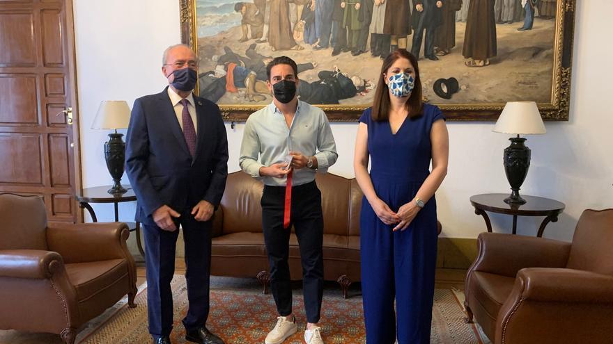 El Ayuntamiento de Málaga recibe a Damián Quintero