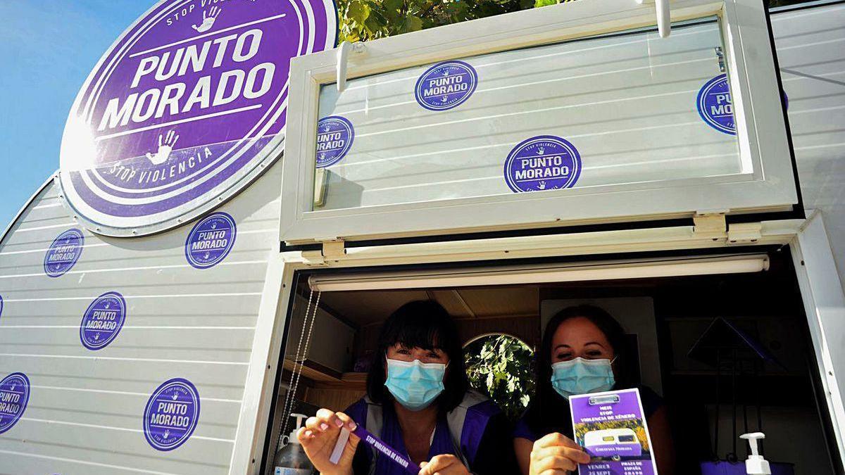 La Caravana Morada realiza una parada en Meis