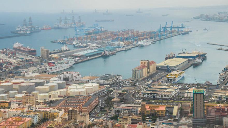 El Puerto gana tráfico en septiembre gracias a las mercancías líquidas