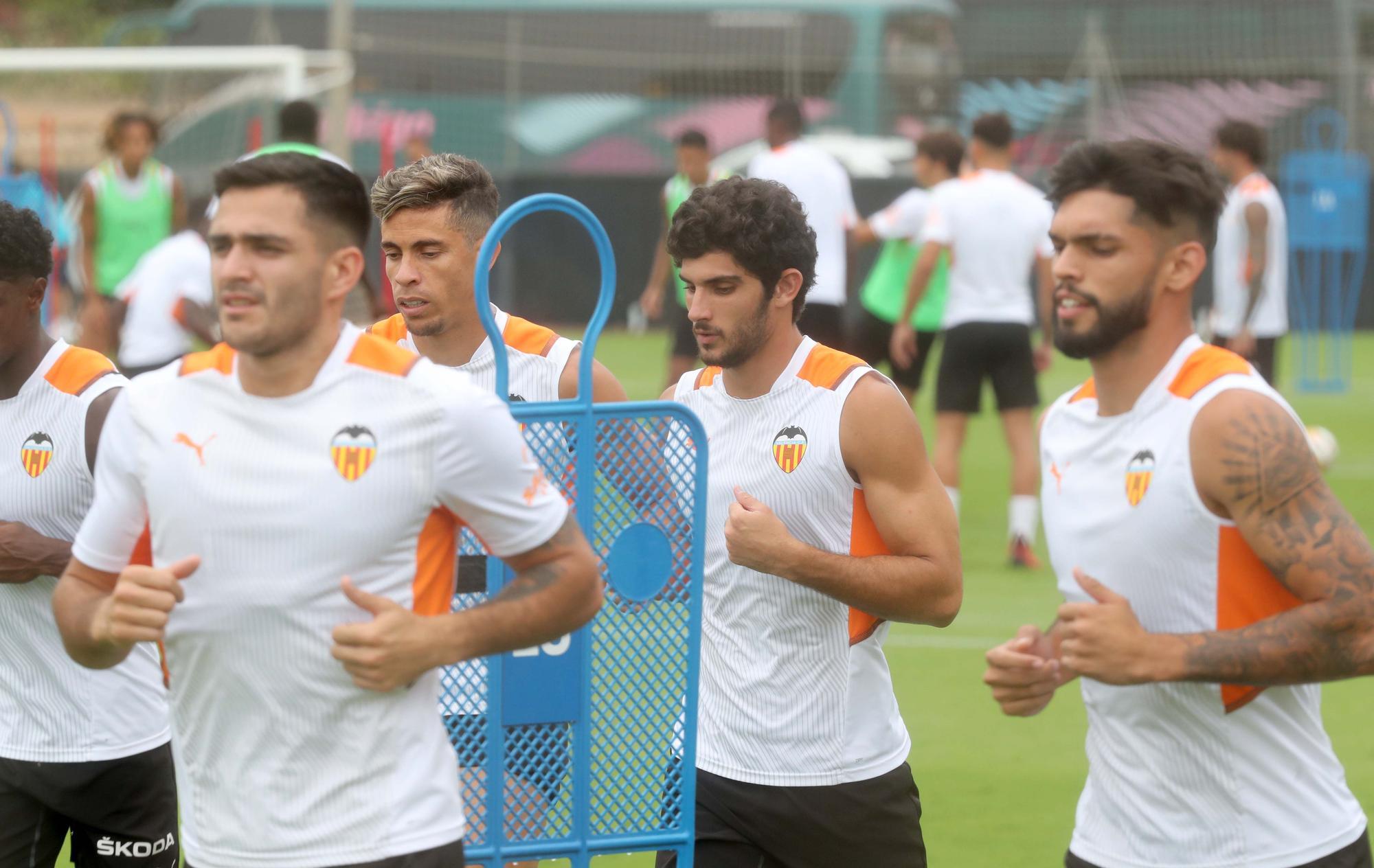 Entrenamiento en dos grupos para el Valencia CF