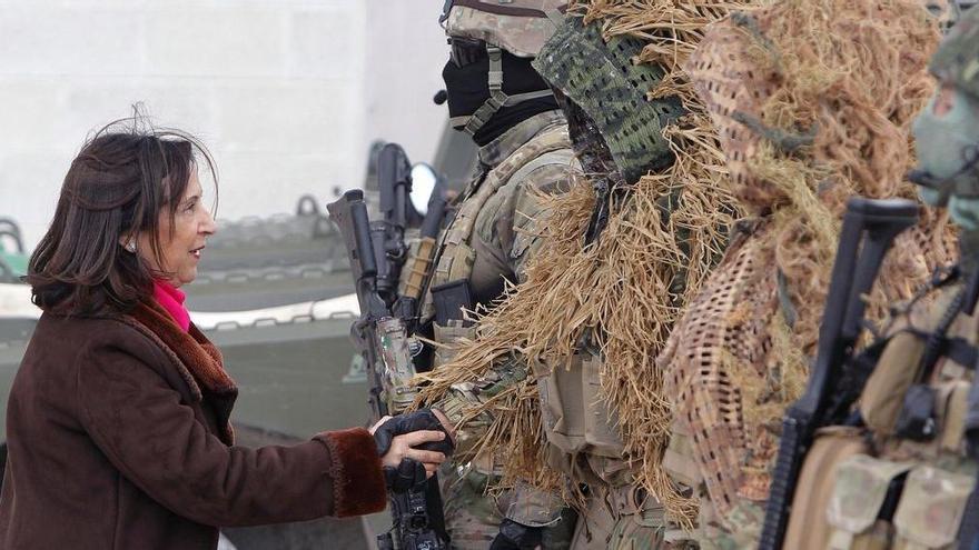 La Moncloa apuja el sou als militars uns 100 euros al mes