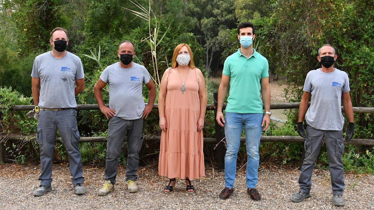 La alcaldesa de Palma visita las obras del la senda del Genil.