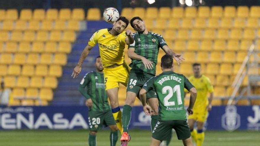 El Alcorcón derrota al Castellón y vuelve a ponerle en aprietos (2-1)