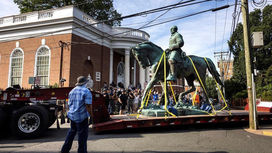 Retiran la polémica estatua del general confederado Lee en Virginia