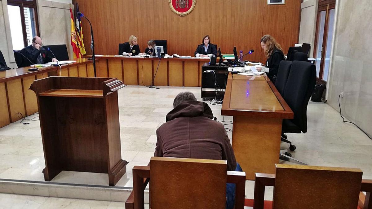 El joven condenado, durante el juicio celebrado en la Audiencia Provincial de Palma.