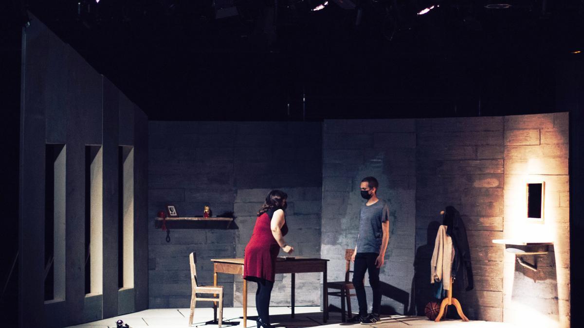 ESAD Galicia mantiene estrecho contacto con el ámbito profesional y una participación activa en el contexto cultural, teatral y audiovisual gallego y nacional, que se concreta en la participación en series y películas.