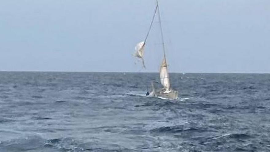 """Auxilian al velero escuela """"Tambo"""" en su viaje hacia la Escuela Naval"""