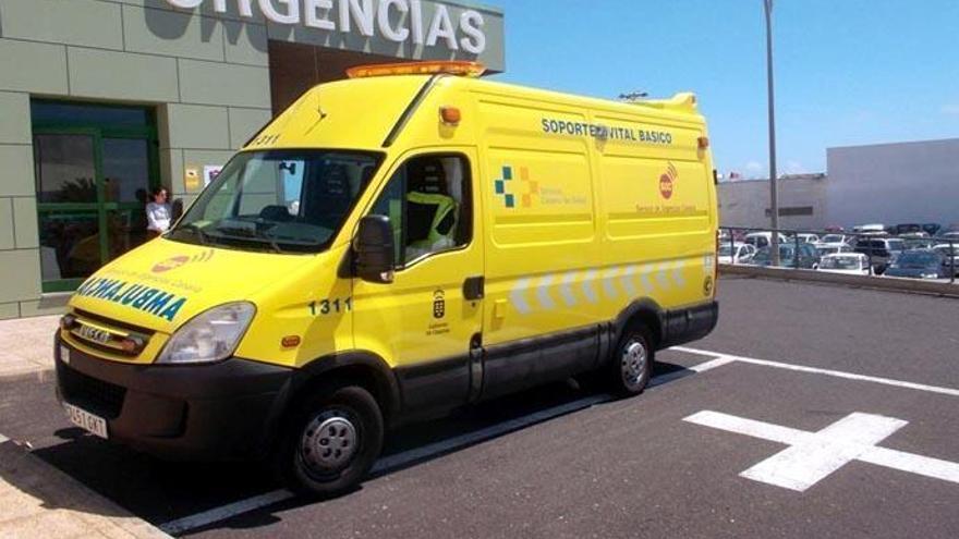 Un joven resulta herido al caer con su coche por un terraplén en San Miguel de Abona
