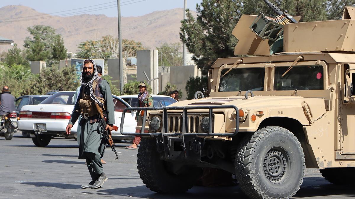 Los talibanes ordenan entregar en una semana las armas y bienes públicos.