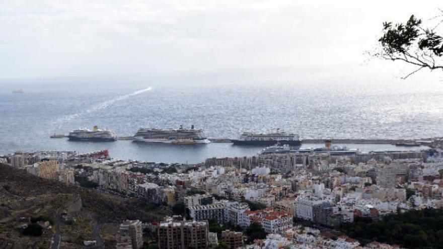 Muere un tripulante mientras descarga un buque en el puerto de Santa Cruz de Tenerife