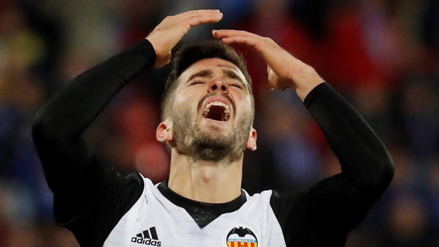 El València perd una ocasió d'or per retallar punts al Barça