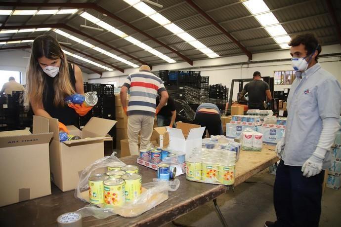 Coronavirus en Canarias   Reparto de lotes de comida a 494 familias de Lanzarote