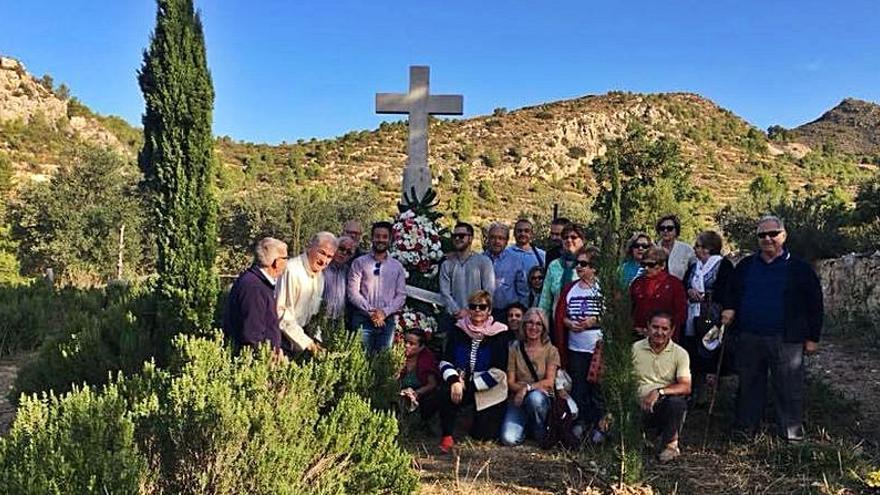 Loriguilla no olvida el pasado y visita su antiguo cementerio
