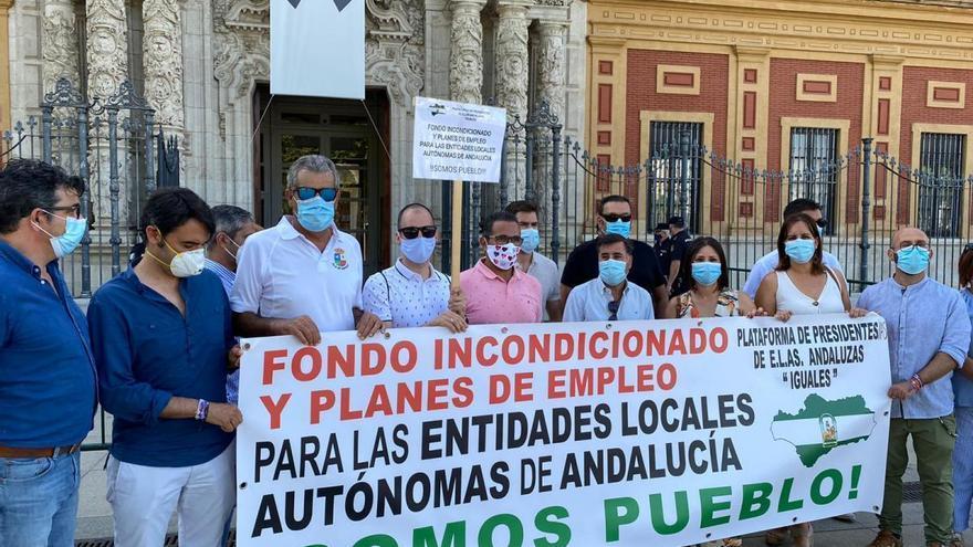 Las entidades locales autónomas mantienen el pulso para que entre en vigor el decreto que les permitiría recibir más ayudas