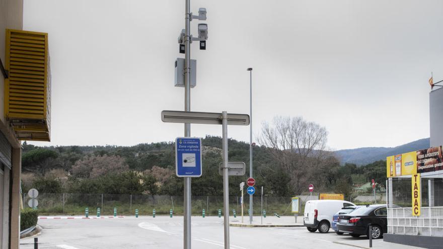 La Jonquera instal·la les noves càmeres de videovigilància al centre històric