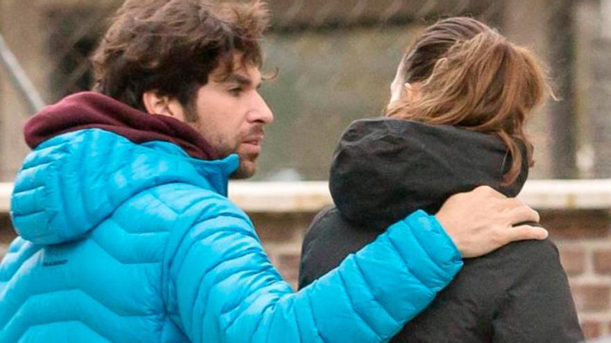 Así ha sido el regreso de Cayetano Rivera y Eva González a Madrid  junto a Kiko Rivera