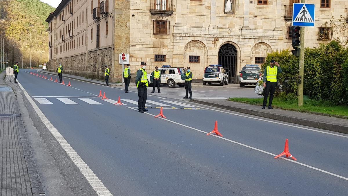 Control de la Guardia Civil de Oviedo en Corias, Cangas del Narcea