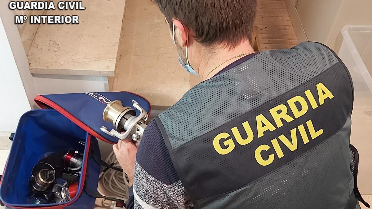 Material recuperado por la Guardia Civil de los robos perpetrados en Lalín.