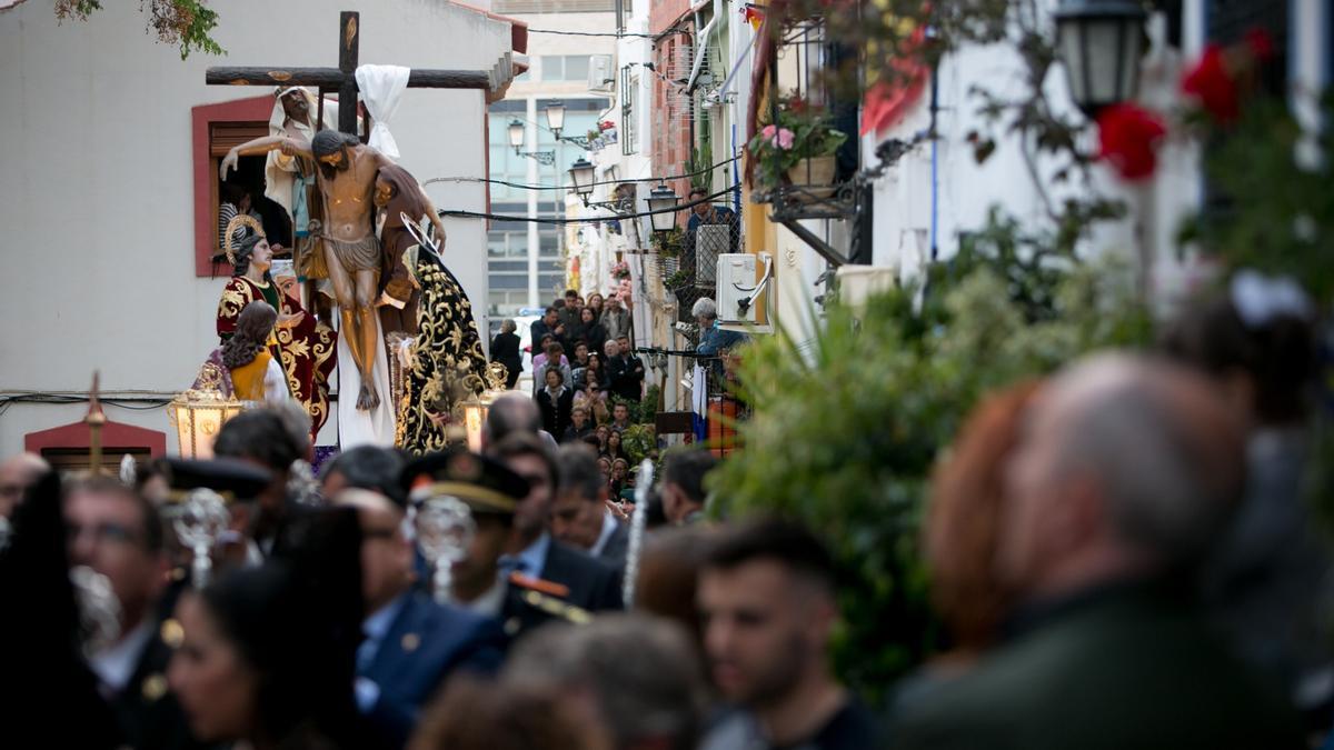 Un momento de la procesión de Santa Cruz de Alicante en 2019