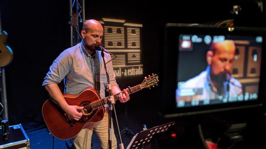 A Estrada disfruta del concierto de Plan Siberia en streaming