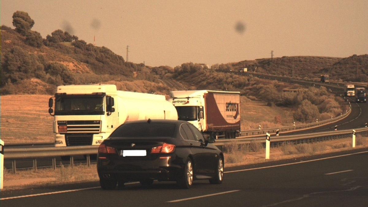 Imagen del coche que circulaba a 220 kilómetros por hora por la A-22 a la altura de Lleida.