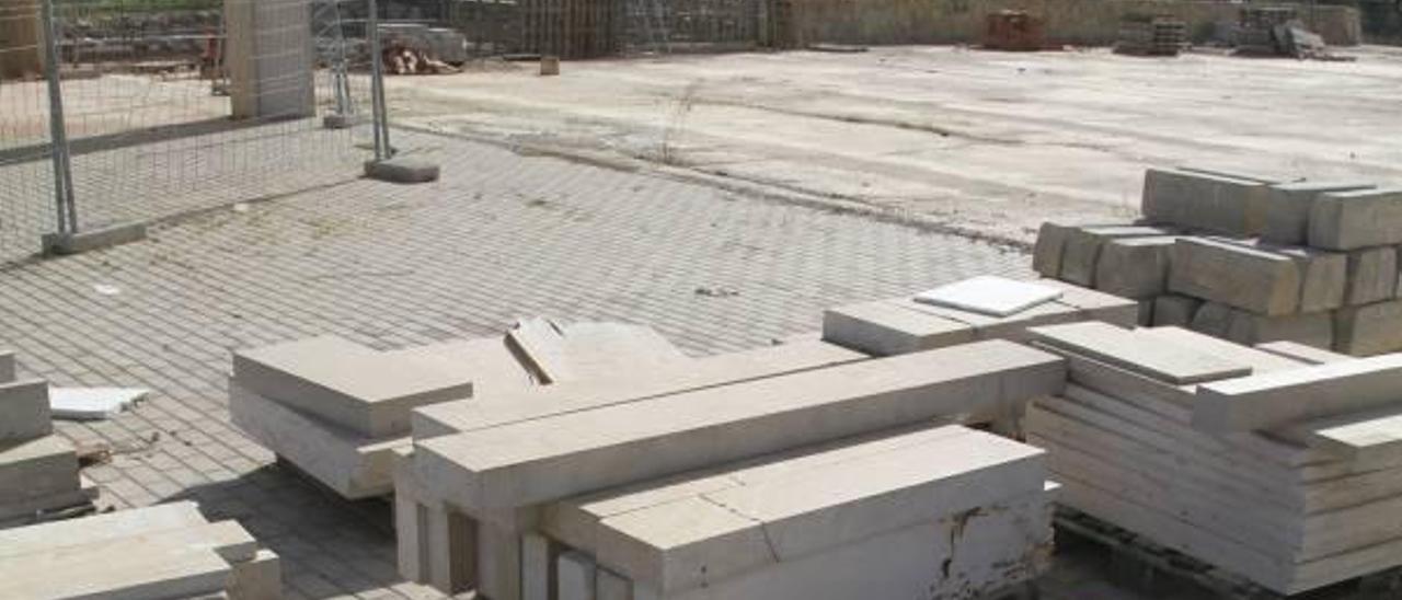 El alcalde de Gandia culpa al PSOE del abandono de la plaza del Tirant lo Blanc