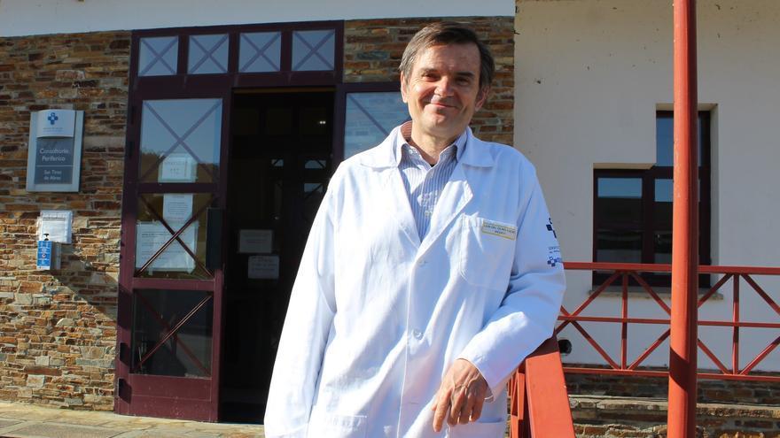 """""""Vengo con la ilusión de los jóvenes"""", dice Luis Olmo, el nuevo médico de San Tirso de Abres"""