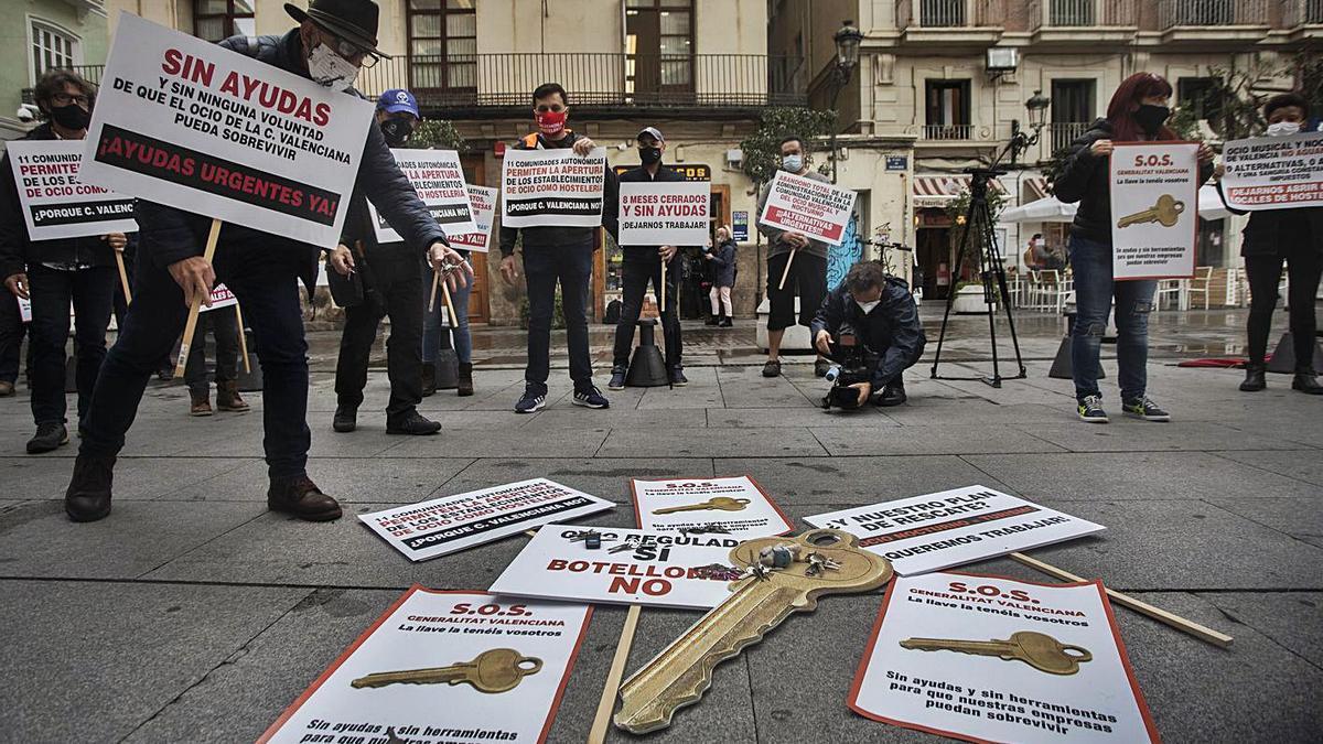 Protesta del sector del ocio el pasado mes de noviembre ante el Palau de la Generalitat.